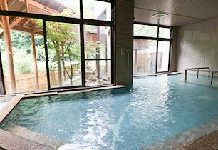 24時間入浴可能な大浴場。広々としていて混雑時でもゆったり入れます